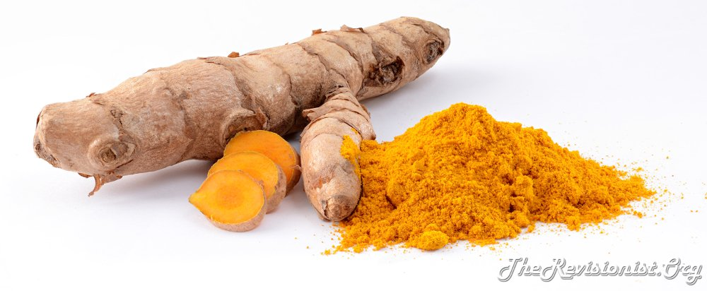 turmeric root uncut, cut into slices, and turmeric powder comparison picture